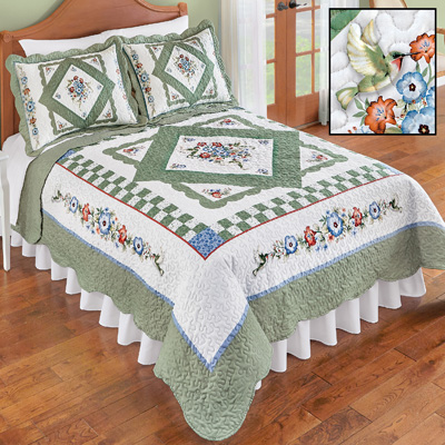 Hummingbird Floral Diamond Quilt with Scalloped Edges